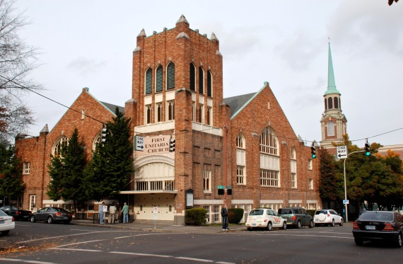 Portland, Oregon Church of the Nazarene, built in 1921. Since 1993 has been the First Unitarian Church (photo from Wikimedia Commons).
